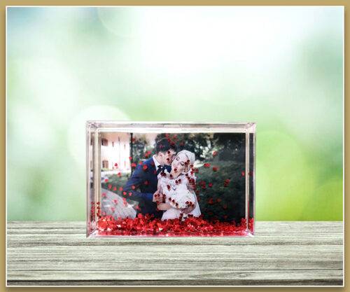 Acrylic Love Heart Frame - 6x4 - Landscape